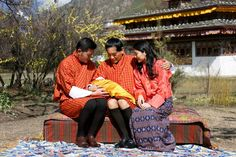 Noblesse et Royautés:  King Jigme Khesar and Queen Jetsun Pema show off their son, b. February 7, to the king's father, King Jigme Singye, February 9, 2016