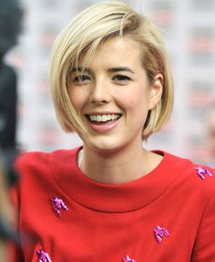 Bob Haircuts: Celebrity Approved Styles Celebrity women are the biggest hair inspiration for us, because we know that when they apply a specific haircut, they will be very trendy. Messy Bob Hairstyles, Cute Girls Hairstyles, Celebrity Hairstyles, Bob Haircuts, Hairdos, Light Blonde Hair, Blonde Hair Looks, Ashlee Simpson, Michelle Williams