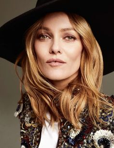 The Beloved Elle France December 2018 Photography: Philip Gay Model: Vanessa Paradis Styling: Marine Braunschvig Hair: Chris Laurent Philippon Make-Up: Christophe Danchaud Manicure: Kamel Vanessa Paradis, Fashion Photo, Boho Fashion, Style Fashion, Justin Campbell, Vanessa Moody, French Beauty, Portraits, Simple Girl