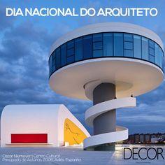 """De origem grega, arquiteto significa """"o construtor principal"""". Hoje, 15 de dezembro, prestigiamos esses profissionais que idealizam, supervisionam e executam projetos arquitetônicos em busca de melhor qualidade de vida à população, seja a partir da beleza, funcionalidade ou da sustentabilidade. Além disso, prestamos uma homenagem ao nascimento de Oscar Niemeyer, que neste dia comemoraria 109 anos. Parabéns a todos os arquitetos!"""
