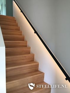 Open Trap, Stairway Lighting, Stair Decor, Bedroom Layouts, Staircase Design, Stairways, Interior Design Living Room, My Dream Home, Interior Inspiration