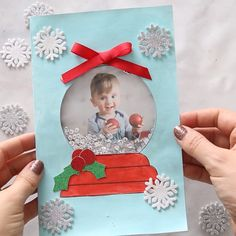 DIY Snow Globe Christmas Card - this handmade Christmas card idea for kids is so. DIY Snow Globe Christmas Card – this handmade Christmas card idea for kids is so cute and fun to Kids Crafts, Diy And Crafts, Snow Crafts, Card Crafts, Family Crafts, Recycled Crafts, Handmade Crafts, Decor Crafts, Christmas Photo Cards