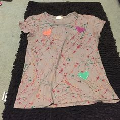 Paint splatter tshirt Paint splatter tshirt. Has little heart decals on it Scrapbook Tops Tees - Short Sleeve