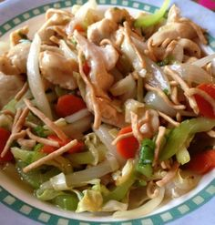 Chicken chow mein (actifry) Need to make this gluten free by omitting the noodles and trying rice or rice noodles Tefal Actifry, Easy Cooking, Cooking Recipes, Asian Recipes, Healthy Recipes, Healthy Meals, Free Recipes, Chicken Chow Mein, Food Website