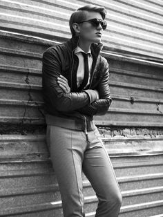 Photographer Lukasz Pukowiec collaborates with stylist Kamila Picz for tribute to iconic American actor Steve McQueen in the latest spread for Fashion Magazine. Sebastian Sauve channels the legendary actor. Boy Fashion, Fashion Art, Mens Fashion, Fashion Black, High Fashion, Sharp Dressed Man, Well Dressed Men, Raining Men, Street Style