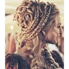 Impressive Renaissance hairstyles! Photo gallery Video tutorials!