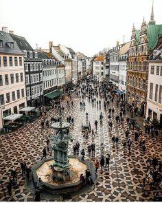 Entdecken Sie das Alte und Neue in Kopenhagen, Dänemark. – Nagel Kunst Discover the old and new in Copenhagen, Denmark. Places Around The World, Oh The Places You'll Go, Travel Around The World, Places To Travel, Places To Visit, Travel Destinations, Lonly Planet, Denmark Travel, Denmark Food