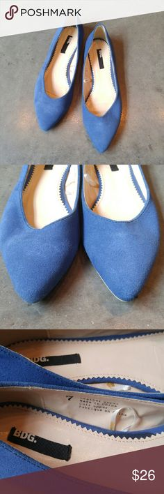 UO BDG Blue Faux Suede Pointed Toe Flats BDG brand flats from Urban Outfitters, size 7, in pre-loved but great condition! Signs of wear include some dirt and wear on bottoms and some fading and wear on blue faux suede. Such a perfect statement shoe for fall! Please ask any questions. No trades. Make a reasonable offer. Thanks! Urban Outfitters Shoes Flats & Loafers