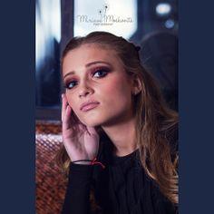 Super #elegant in #diner Stunning #makeup look #beauty Photography by Miriam Moskovits www.facebook.com/miriammoskovitsphoto www.instagram.com/miriammoskovitsphoto Hair by Ruchy Schwarzmer Makeup by Rachel Hoffman
