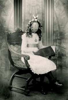 Please do not see any way in the middle of the night. Crazy old photographs