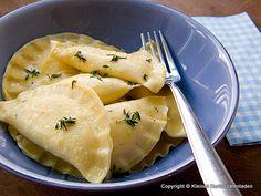 Kleiner Kuriositätenladen: Cappelletti mit Ricotta-Käse-Füllung und Thymian-Zitronen-Butter
