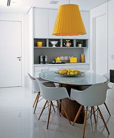 Invest in accessories. Much cheaper and less work than Replacing the furniture. The architect Ligia Resstom chose the yellow color to liven up the lunch room white. The vibrant shade is even present in fruits