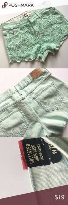 Mint Hollister high waisted lace shorts ▪️new with tags  ▪️measurements upon request  ▪️always fast shipping  ▪️SAVE 💲 when bundling  ▪️don't be afraid to make me an offer we always can work out a deal 😍💋 Hollister Shorts Jean Shorts