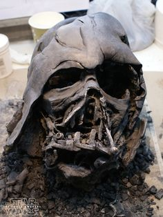 The melted Darth Vader helmet used in The Force Awakens sculpted in clay by Luke Fisher Darth Vader Maske, Vader Helmet, Helmet Tattoo, Force And Motion, Star Wars Tattoo, Star Wars Wallpaper, Star Wars Fan Art, Star War 3, Star Wars Poster