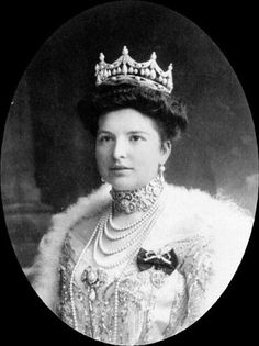 Countess Margarita Esterhazy, wearing her family's natural pearl tiara. Photo circa 1900.