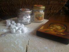 Natural incense whit rich and pure perfume of Violeta, Rosa, Miro, Lonicera etrusca Savi, Wild Strawberry, Gardenia, Jasmine, etc.