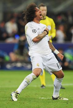 Marcelo celebrates scoring one of the penalties vs Atletico in the UCL final