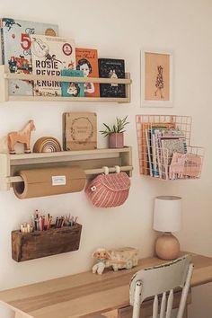 Werbung // Ein simpler Schreibtisch für unsere Tochter. – 170QM Bedroom Storage Ideas For Clothes, Bedroom Storage For Small Rooms, Kid Room Storage, Kids Storage, Shelves In Kids Room, Bookshelves For Kids, Small Childrens Bedroom Ideas, Baskets For Storage, Childrens Bedroom Storage