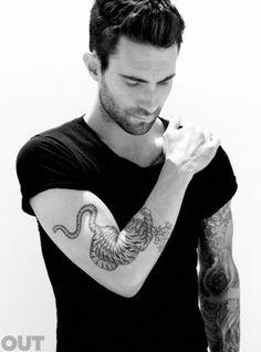 Adam Levine ... so FINE! ;)