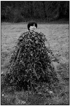 un regard oblique - Martine Franck :: Agnès Varda at Moulin d'Andé,. Jacques Demy, Robert Doisneau, Magnum Photos, Nocturne, Adam Beach, Rooting Roses, Agnes Varda, Anne Francis, Movies