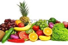 frutas y verduras aislados sobre un fondo blanco                                     photo