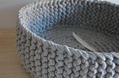 gehäkelter Korb, Organizer // crocheted basket by metamari via DaWanda.com
