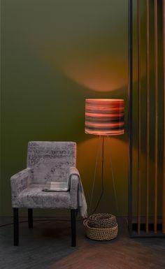 WARME HARMONIEN: Plüschig und naturbelassen. Ein Hoch auf die gediegene Behaglichkeit Trends, Lighting, Home Decor, Textiles, Decoration Home, Room Decor, Lights, Home Interior Design, Lightning