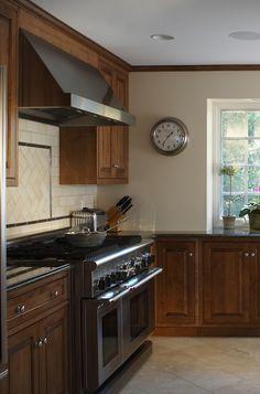 white kitchen backsplash | white cabinet marble mosaic kitchen