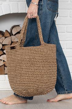 Crochet Tote, Crochet Purses, Crochet Bag Tutorials, Net Bag, Boho Bags, Jute Bags, Basket Bag, Knitted Bags, Purses And Bags