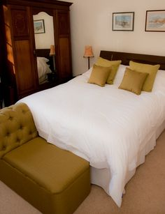 The Walnut Room - tradtionally designed Double ensuite with King Sized bed http://www.pipehillhouse.co.uk/our-rooms/walnut-room/