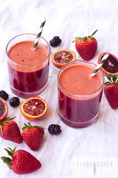 Red Spark Energy Juice - gives a wonderful clean buzz of energy without caffeine (pink grapefruit-blood orange-orange-strawberries-blackberries) Healthy Juices, Healthy Smoothies, Healthy Drinks, Smoothie Recipes, Healthy Eating, Healthy Recipes, Vegetarian Recipes, Healthy Food, Homemade Smoothies