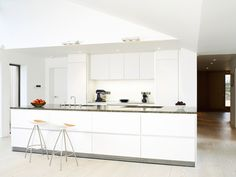 Clever use of drawers in the island makes primary storage simple. The lowered ceiling detail over the island conceals the extractor. Kitchen by bulthaup Winchester. Bulthaup Kitchen, Winchester Hampshire, Ceiling Detail, Family Kitchen, Open Plan Kitchen, Luxury Kitchens, Living Spaces, Drawers, Clever