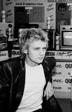 Roger Taylor truly showing just how much he loved the Hot space album Rock Bands, Queen Drummer, Roger Taylor Queen, Queen Photos, Ben Hardy, We Will Rock You, Queen Freddie Mercury, Queen Band, Brian May