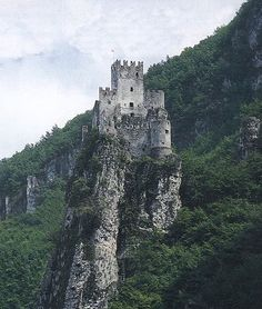 Castello di Salorno, Salorno, Province of Bolzano , Trentino alto Adige region Italy. Castle Ruins, Medieval Castle, Beautiful Castles, Beautiful Places, Places To Travel, Places To See, South Tyrol, Abandoned Castles, Italy Travel