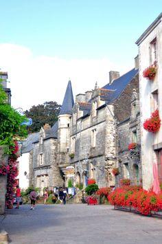 Rochefort en Terre, Bretagne by G. http://www.tourisme.fr/2612/office-de-tourisme-questembert.htm