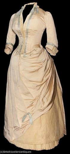 1880's day dress. I know these are old but i love old dresses like this one. It is so beautiful to me.