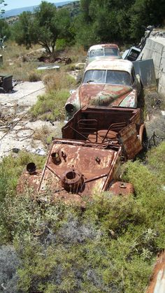 These vehicles laid abandoned for years near Argostoli Kefalonia The Kubelwagen ad got in 2013 but the old American cars are stil there