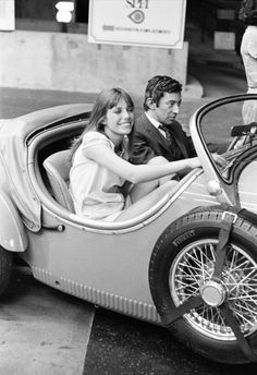 Jane Birkin and Serge Gainsbourg by Daniel Angeli, 1968 Serge Gainsbourg, Gainsbourg Birkin, Jane Birkin, Marius Et Jeannette, Photo Star, Elliott Erwitt, Jackie Robinson, Portraits, Betty White