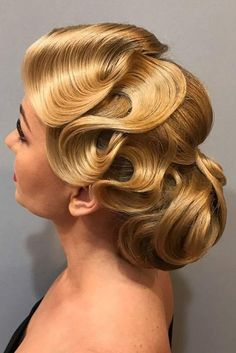 Inspiring Styling Ideas And Tutorials To Wear Finger Waves Perfectly Low Bun With Side Finger Wave ❤️ Looking for the best shampoo for oily hair? Let us save your time! The top-rated natural beauty products with… Continue Reading → Vintage Hairstyles, Up Hairstyles, Wedding Hairstyles, 1920s Long Hairstyles, Great Gatsby Hairstyles, Long Hair Waves, Finger Wave Hair, Ballroom Hair, 1920s Hair