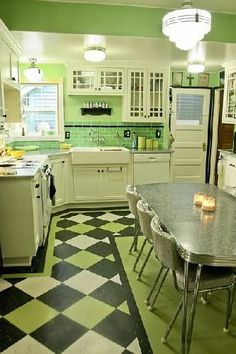 vintage kitchen flooring fabulous green kitchen love the glass front cabinets the linoleum floor and the and chrome table retro style kitchen flooring – Flooring Designs Kitchen Retro, Green Kitchen, New Kitchen, Kitchen Ideas, Retro Kitchens, 1930s Kitchen, Kitchen Modern, Kitchen Rustic, Kitchen Colors