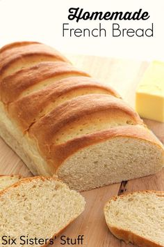 Easy Homemade French Bread Recipe from SixSistersStuff is easy and delicious! Bread Machine Recipes, Bread Recipes, Baking Recipes, Bread Cake, Dessert Bread, Homemade French Bread, Homemade Breads, Muffin Bread, Brunch