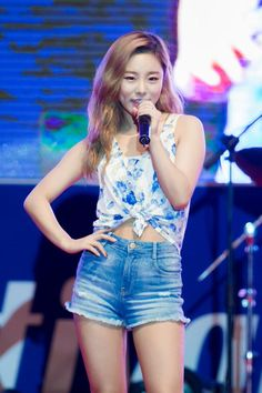 tymee. (@DX95Wheein) | Twitter | I might have a girl crush on Wheein and her stinking dimples #mamamoo #wheein