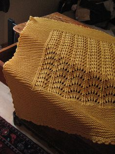 Free Pattern: b18-30 Blanket with wavy pattern