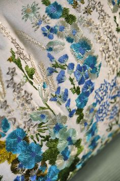 Delightful delphiniums, hollyhocks and foliage are brought to life via intricate embroidery on a versatile cotton linen ground, for a design that truly cap Plant Design, Garden Design, Nice Things, Beautiful Things, Tricia Guild, English Country Gardens, Design Department, Aesthetic Movement, Painting Studio