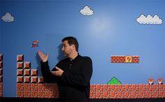 Casey Fleser, ao lado de Mario, herói da Nintendo e um dos maiores personagens da história dos videogames.
