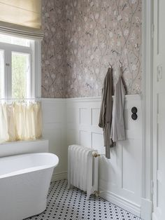 Oriental motifs make really great combination with the traditional Scandinavian interiors, which is proven by designers of Swedish wallpaper brand Boras ✌Pufikhomes - source of home inspiration Swedish Wallpaper, Interior Wallpaper, Bathroom Wallpaper, Bad Inspiration, Bathroom Inspiration, Interior Inspiration, Boutique Deco, Oriental Design, Animal Wallpaper