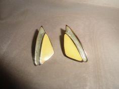 Vintage Jewelry Gold Tone Pearly & Yellow Enamel Earrings