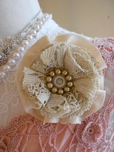 Victorian style vintage fabric rose brooch £7.00