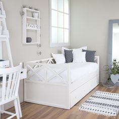 Decor Interior Design, Room Interior, Sofa Bed For Small Spaces, Living Room Canvas, Cool Kids Bedrooms, Uni Room, Daybed With Trundle, Studio Apartment Decorating, Banquette