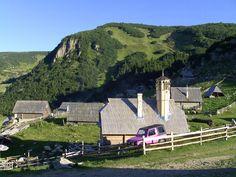 http://upload.wikimedia.org/wikipedia/commons/b/bb/Prokosko_jezero,_provizorni_drevena_mesita.jpg